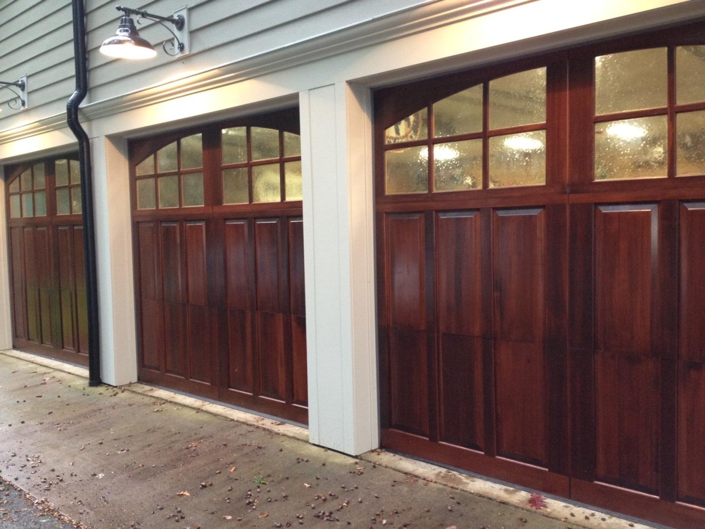 Portones de garaje con sistemas automatizados puertas de for Portones de garaje