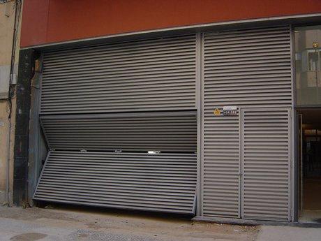 Puertas abatibles con automatismos puertas de garaje en - Puertas abatibles garaje ...