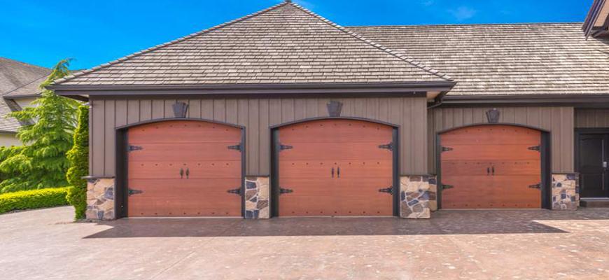 Venta de portones de garaje en madrid puertas de garaje for Portones de garaje