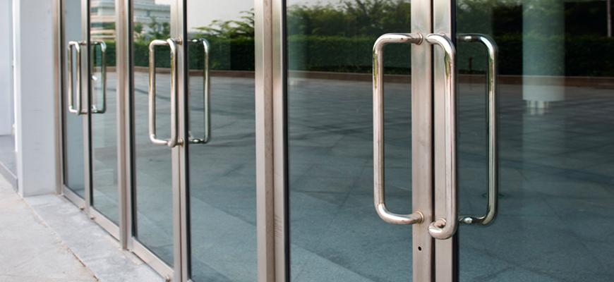 Puertas de entrada de aluminio puertas de garaje en madrid for Puertas de aluminio para entrada